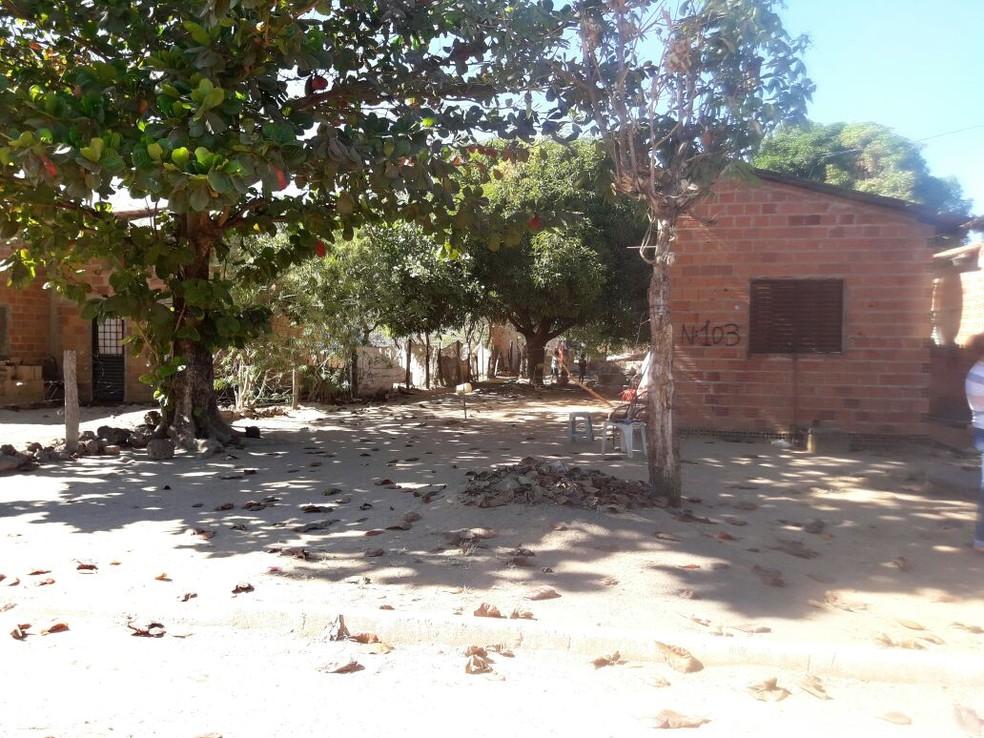 Mulher teria sido morta nesta casa onde o casal vivia, em Lagoa da Confusão (Foto: Divulgação)