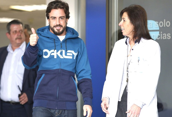 Alonso Sai do Hospital (Foto: Agência EFE)