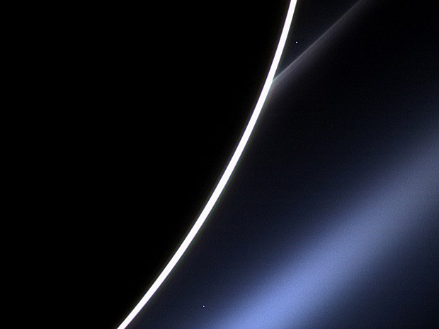 Vênus aparece através de Saturno (Foto: Nasa/JPL-Caltech/Space Science Institute)