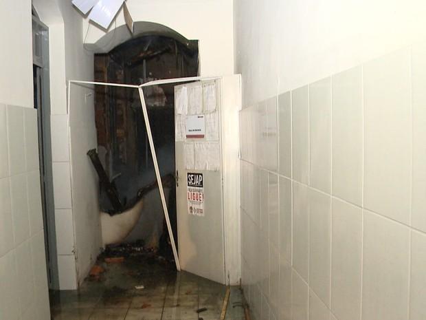 Bombeiros controlaram fogo pouco depois de uma hora (Foto: Reprodução/TV Mirante)