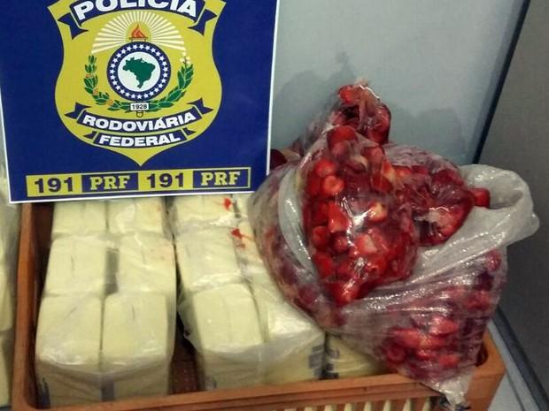 Polpa e queijo transportados de forma irregular são apreendidos na BR-146, em Poços de Caldas, MG (Foto: Polícia Rodoviária Federal)