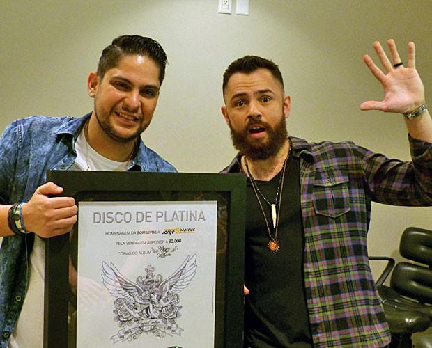 Jorge e Mateus comemora disco de platina (Foto: Gshow)