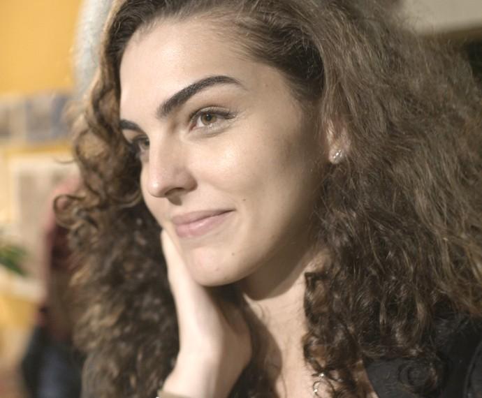 Gata fica sonhando acordada com o ex-cunhado (Foto: TV Globo)