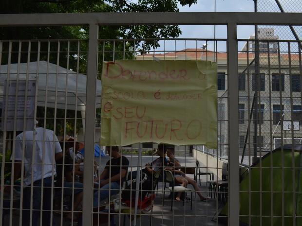 Escola Estadual Carlos Gomes ocupada por estudantes em Campinas (SP) (Foto: Marina Ortiz/ G1)