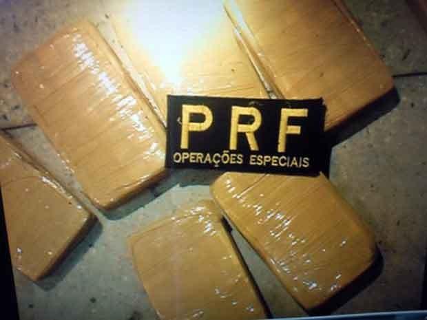 Os 7 quilos de cocaína estavam divididos em sete tabletes (Foto: PRF/Divulgação)