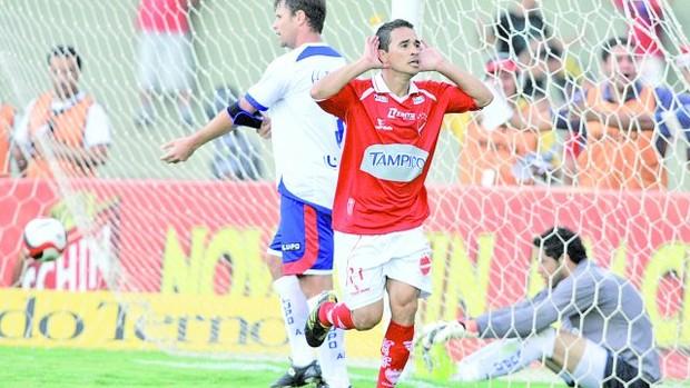 Eberson, ex-jogador do Vila Nova (Foto: O Popular)