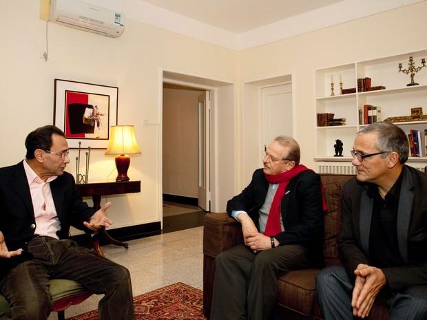Tarso Genro esteve reunido com o embaixador do Brasil na China, Valdemar Carneiro Leão (Foto: Caco Argemi/Palácio Piratini)
