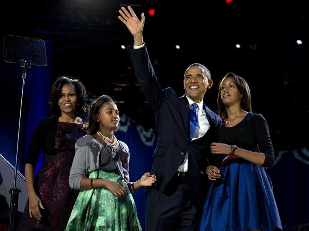 A família Obama festejou a vitória em Chicago (Foto: AP Photo/Carolyn Kaster)