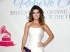De vestido justo, Paula Fernandes exibe curvas em prêmio nos EUA