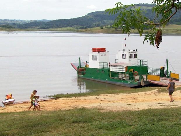 Moradores e comerciantes comemoram alta do lago (Foto: Reprodução EPTV)