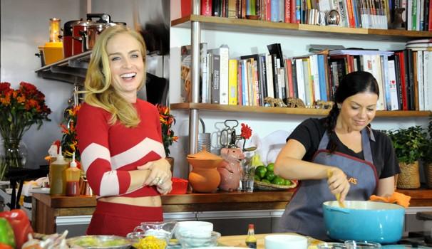 Angélica com a chef Janaína Rueda, no 'Estrelas' (Foto: Globo/Divulgação)