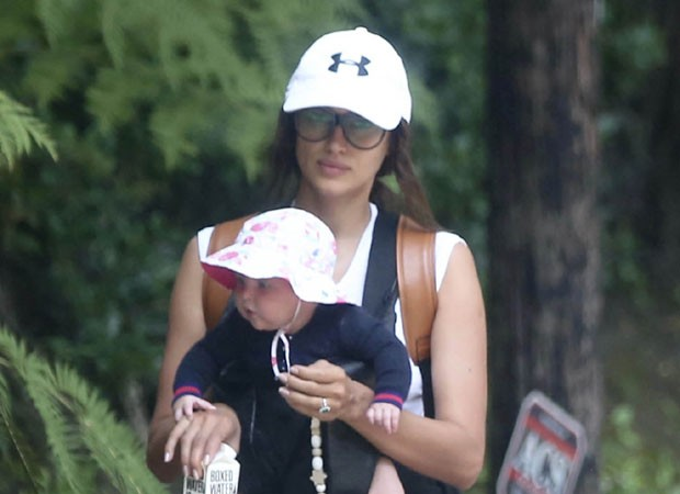 Oun! Irina Shayk exibe rostinho de filha com Bradley Cooper durante passeio