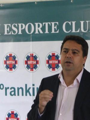 Itair Machado presidente Betim (Foto: Gabriel Medeiros / Globoesporte.com)