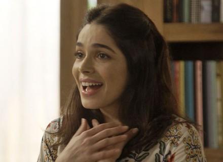 Shirlei é contratada como faxineira na casa de Felipe