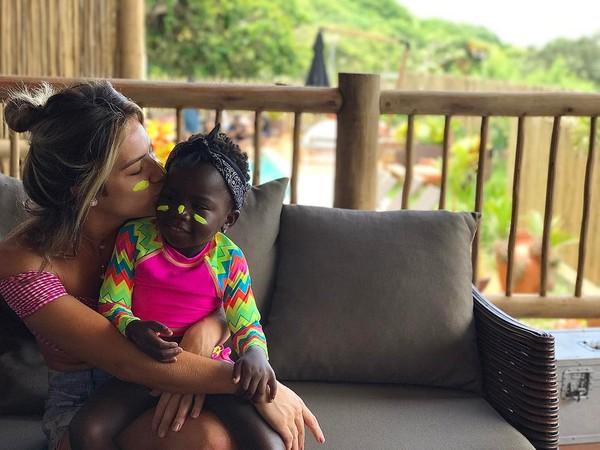 Giovanna Ewbank posta foto de Titi e declara: 'Não tem como ser mais linda'