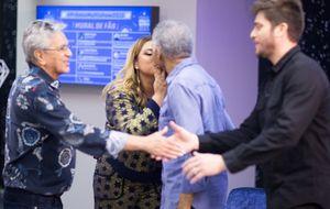 Preta e Gilberto Gil dão selinho nos bastidores do Prêmio Multishow 2015