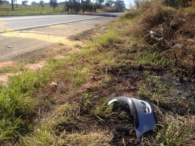 Acidente foi por volta das 22h deste sábado (9), em Álvares Machado (Foto: Valmir Custódio/G1)