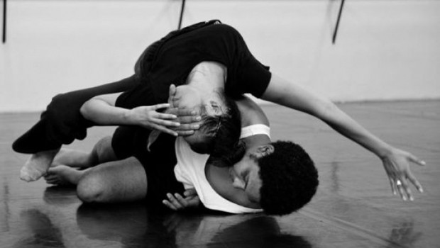 """Em """"Histórias que a vida conta"""", 8 bailarinos retratarão os momentos da vida e a relação entre homem e mulher. (Foto: Divulgação)"""
