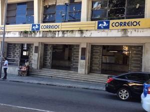 Agência dos Correios, no bairro do Comércio, registrou aumento no movimento após greve (Foto: Natally Acioli/G1)