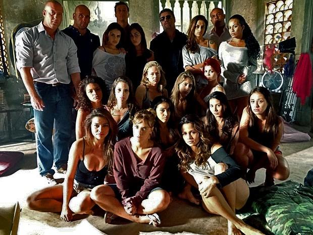 Traficadas vivem sob a mira de Russo e os outros capangas de Lívia (Foto: Salve Jorge / TV Globo)