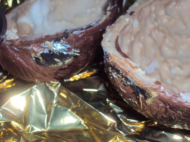 Foto tirada por Camila mostra o chocolate estragado (Foto: Camila Marques/Arquivo Pessoal)