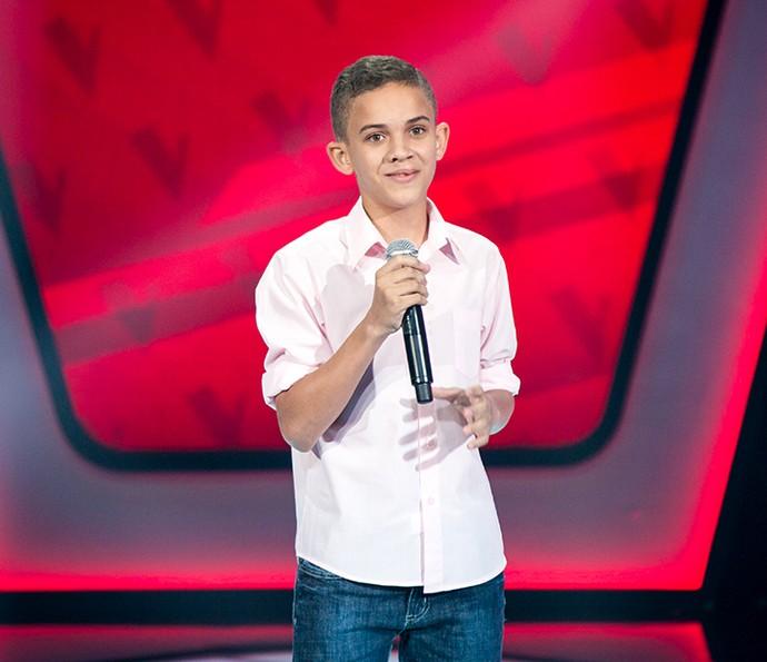 Elizaldo Alves se apresenta no palco do The Voice Kids (Foto: Isabella Pinheiro/Gshow)