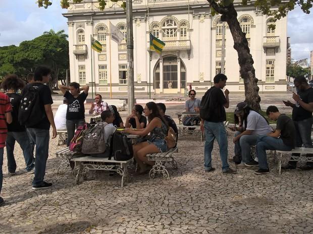 Manifestantes pedem transporte público de qualidade (Foto: Denise Gomes/TV Sergipe)