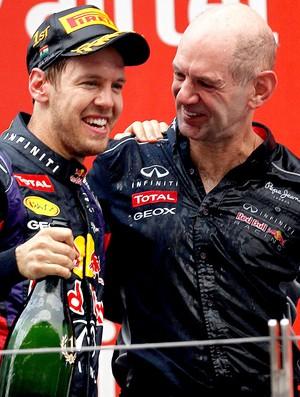 Vettel com Adrian Newey comemoração título GP da India (Foto: Reuters)