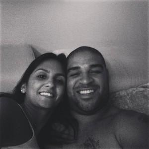 Adriano e namorada (Foto: Instagram/Reprodução)