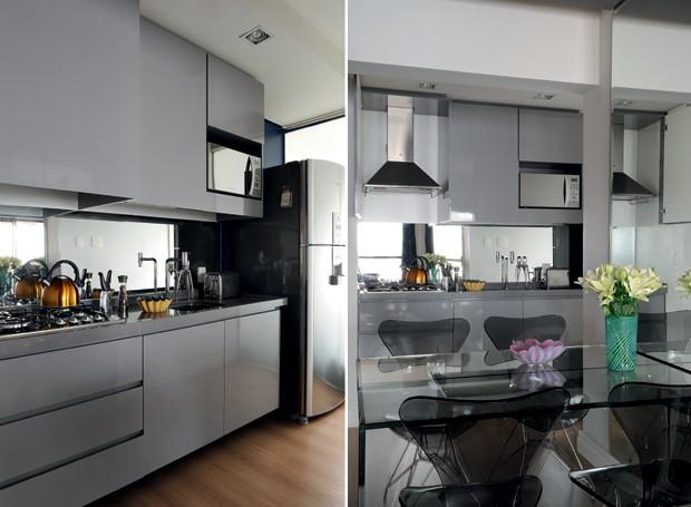 A cozinha é integrada à sala de jantar. A coifa fica escondida por uma das portas do armário suspenso (Foto: Marcelo Magnani)