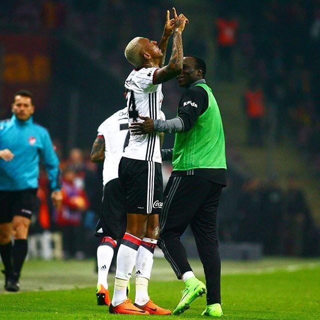 Talisca gol Besiktas Galatasaray (Foto: Reprodução / Twitter)