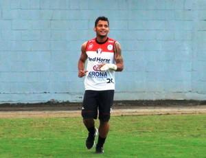 Wellington Bruno meia Joinville treino proteção lesão (Foto: Juliano Schmidt/Portal Joinville)