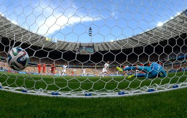 Sofiane Feghlouli marca gol da Argélia contra a Bélgica (Foto: AFP)