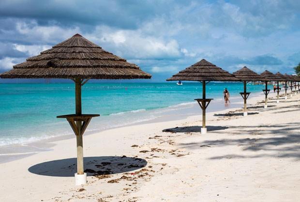 A praia de Grace Bay, em Providenciales, ilha de Turks e Caicos (Foto: Divulgação/Turks & Caicos Islands)