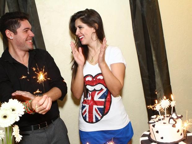 Ex-BBBs Nasser e Andressa em aniversário dela no Rio (Foto: Raphael Mesquita/ Foto Rio News)