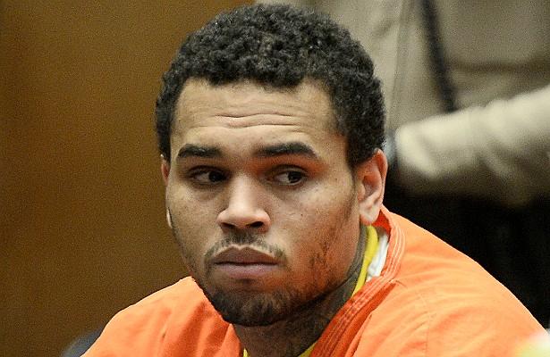 Somadas todas as pancadarias promovidas por Chris Brown (incluindo as agressões físicas à hoje ex-namorada Rihanna), o resultado foi: 108 dias atrás das grades. Ele foi libertado em junho de 2014. (Foto: Getty Images)