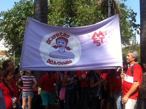 Manifestantes da ocupação Dandara na Praça da Sé  (Foto: Carolina Dantas/ G1)