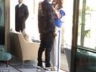 Rihanna e Chris Brown são fotografados trocando carinhos