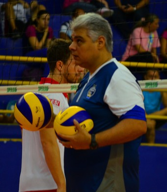 Leonardo Carvalho técnico São José Vôlei (Foto: Felipe Kyoshy/GloboEsporte.com)