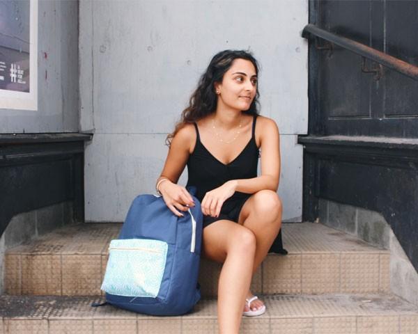Salima Visram, de 23 anos, criadora da mochila Soular (Foto: Divulgação)