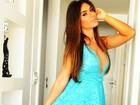 Nicole Bahls posa decotada e recebe elogios de seguidores: 'Linda'
