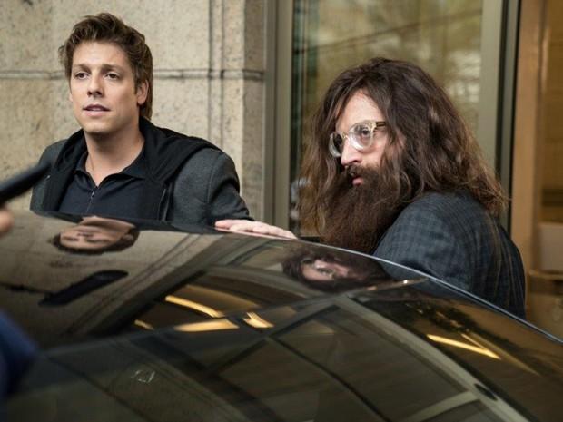 Fábio Porchat e Gregório Duvivier em cena de 'Porta dos Fundos - Contrato Vitalício' (Foto: Reprodução)