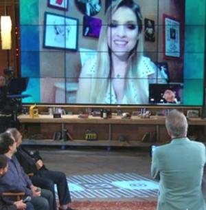 Clara comenta término de namoro pela web (Na Moral / TV Globo)