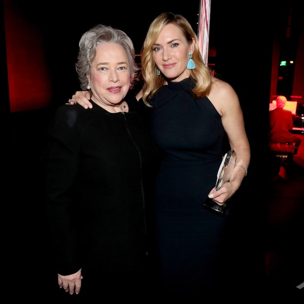 Kate Winslet e Kathy Bates (Foto: Getty Images)