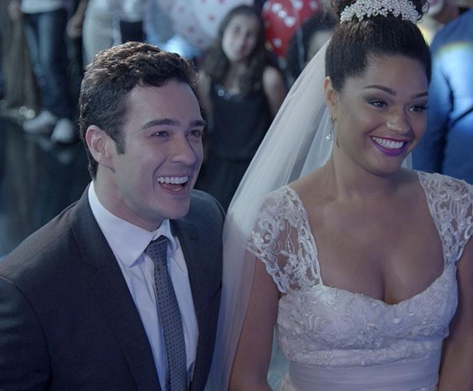 No final, tudo dá certo! Viva os noivos! (Foto: TV Globo)