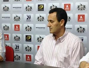"""Carlo Felippini aponta """"atrasos"""" na administração do Botafogo-SP (Foto: Cleber Akamine / Globoesporte.com)"""