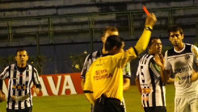 Genalvo expulsão Tupi-MG Ceará (Foto: Bruno Ribeiro)
