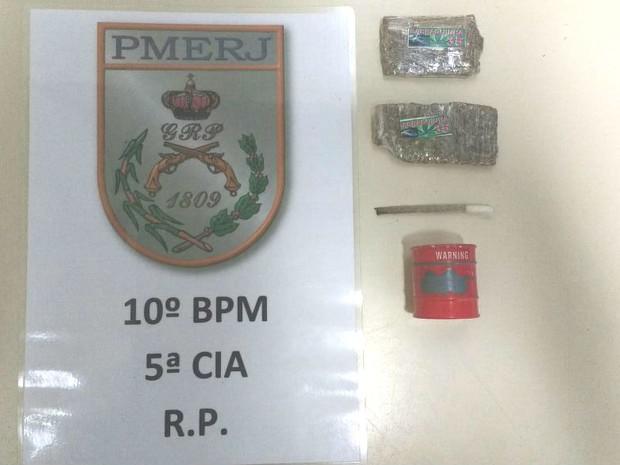 Material apreendido estavam com suspeitos no Centro  (Foto: Divulgação/Polícia Militar)