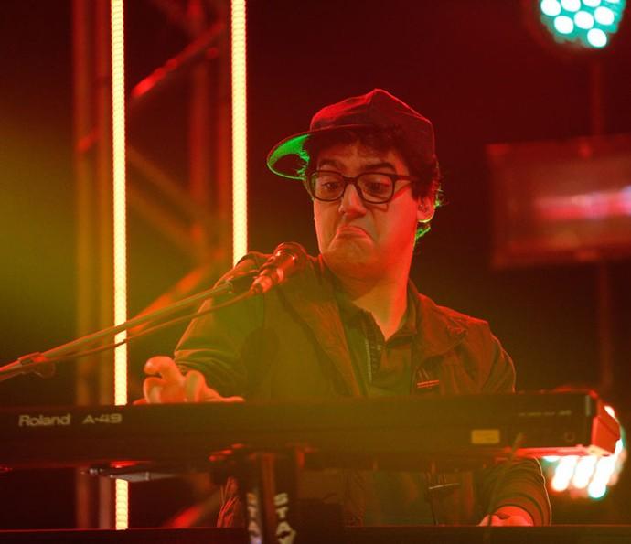 Henrique se empolga nos teclados (Foto: Pedro Carrilho/Gshow)