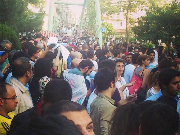 Manifestantes se reúnem em parque na cidade turca de Eskişehir (Foto: Görk Çetinkaya/ Arquivo Pessoal)